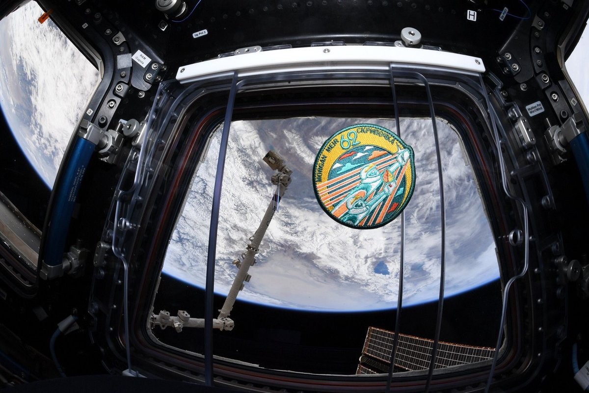 Did you know the inspiration for the #Expedition62 mission patch is a beautiful #SpaceArt mosaic at GCTC in Star City, Russia? The pair of space explorers flying in formation represent friendship. Read about our mission patch symbolism here: http://go.nasa.gov/39TgeDn #Wear62Friday