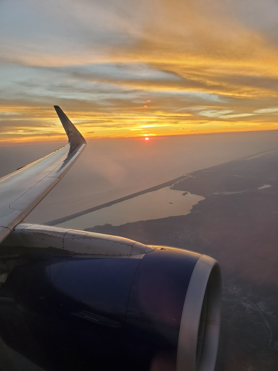 Lovely sunset departure from #Acapulco #Mexico #travel #viewfromthewing