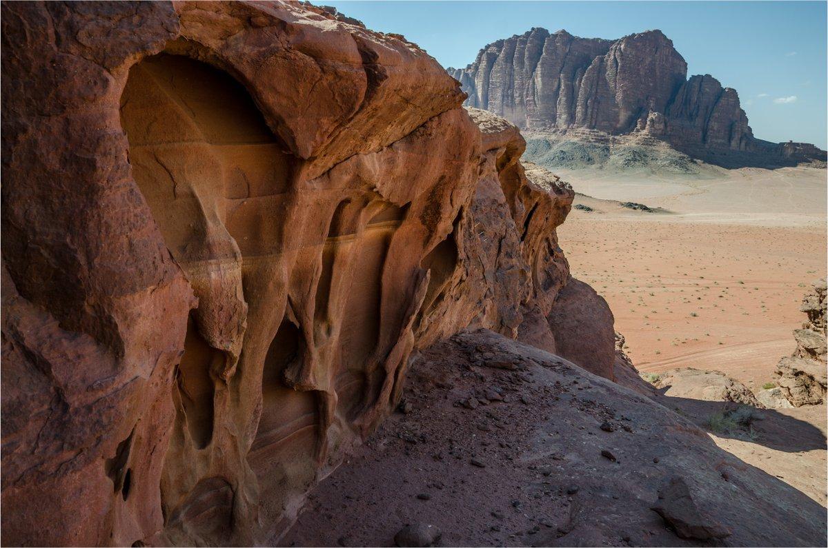 Exploring the #Jordanian #desert of #WadiRum (2014).#impressive #sand #rocks #Jordan #mountain #desert #solitude