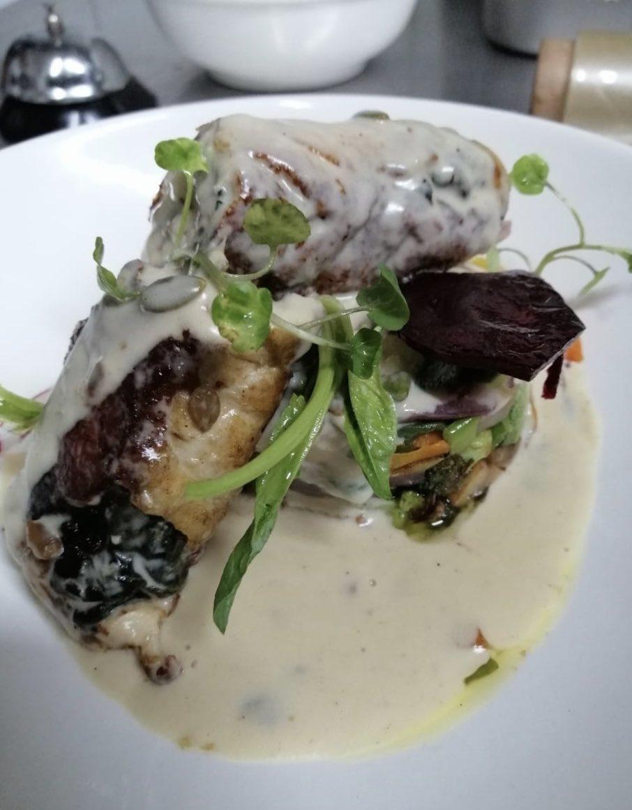 La delicadeza de su carne y la facilidad de adaptarse a diferentes recetas hacen que la Corvina sea una de las nuevas sugerencias del chef en la carta 2020, pruébala! 🐟🍽⚓️ #elbarquito #restaurantes #gourmet #viñadelmar #viveviña #Chile #seafood