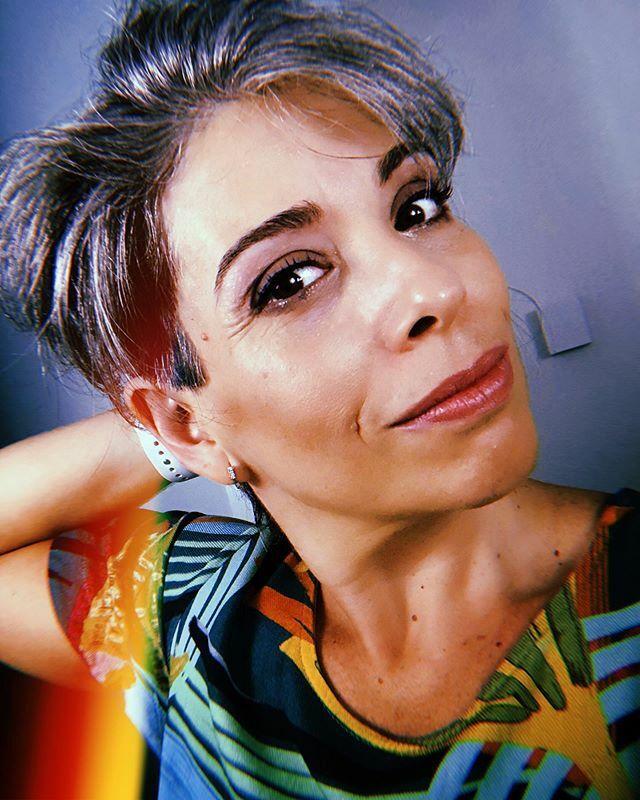 "...""Cabelo ok, marquinha ok, sobrancelha ok, a unha tá ok""...Sextou!!!#newhair #newlife #retrato #portrait #selfie #welfie #noselfiecontrol #people #instagood #goodvibes #hujicam #iphonephoto #iphoneX #puzzlefeed #madewithover #ipreview via @previ… https://ift.tt/2SLARvz"