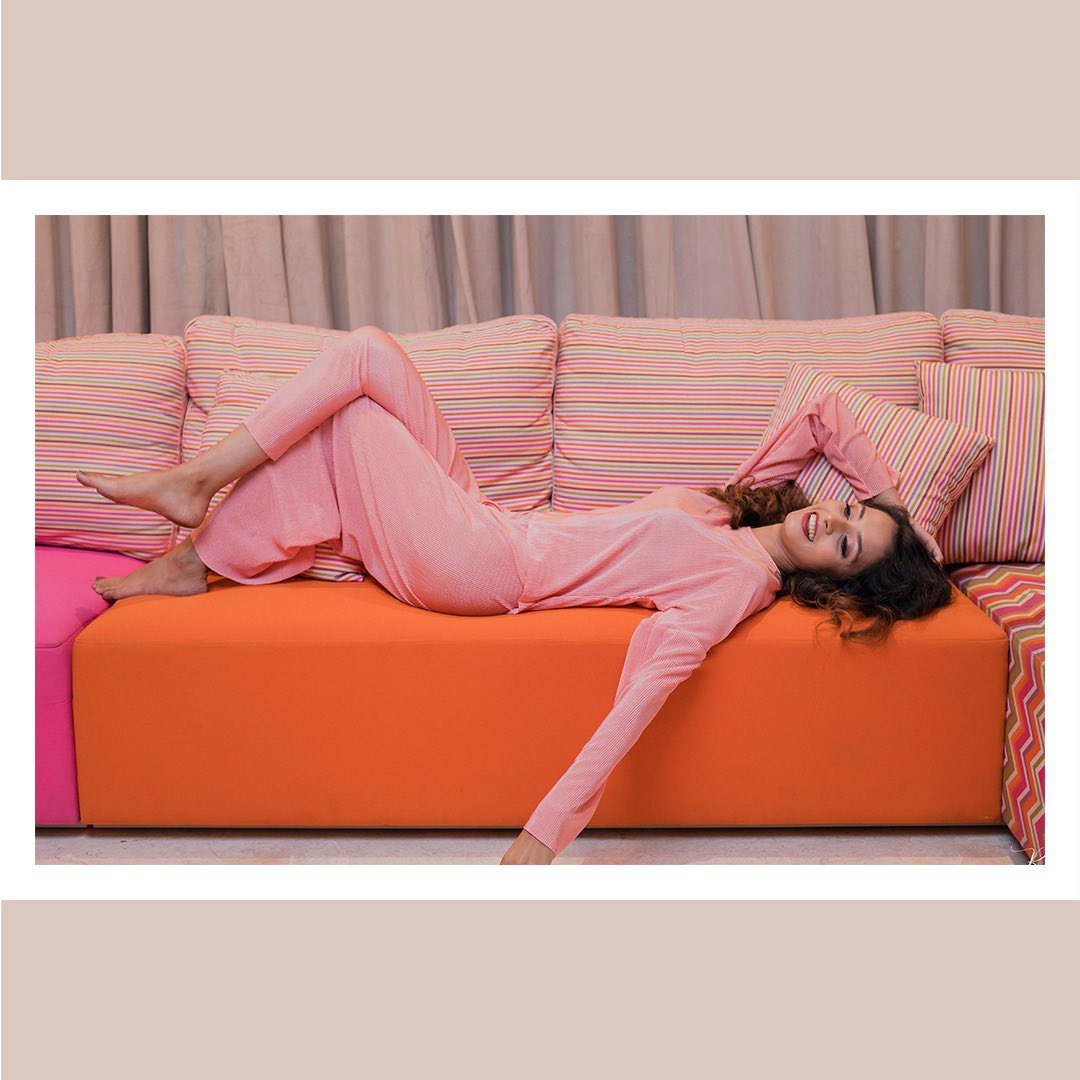 She's playful, she's fierce , she's bold and daring, she's got her style going a mile.She's free like a bird and almost at will she brings time to a still. Introducing the soft and subtle BUBBLE GUM GATE Loungewear handpicked #pink #Bubblegum #loungewear #satin #pleats #fashionpic.twitter.com/JMFdT4qo95