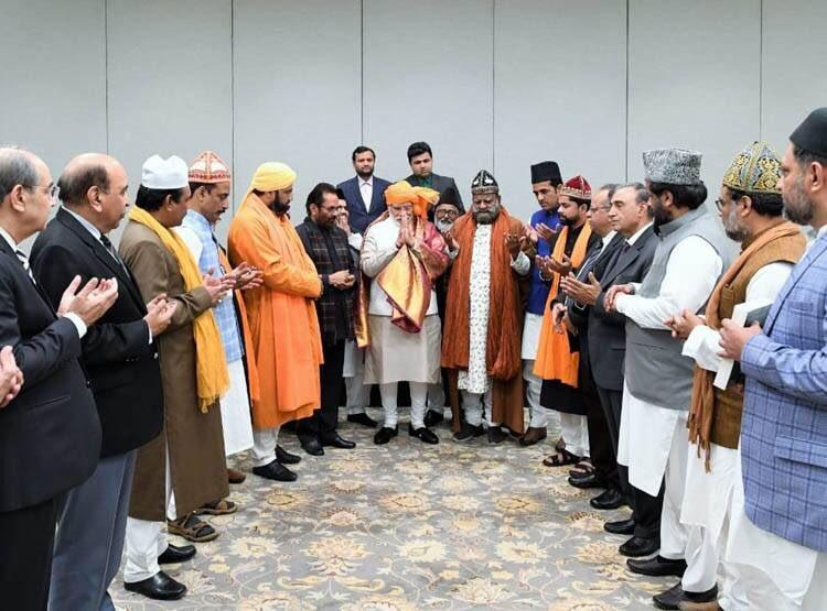 """सूफ़ी टोपी से भी """"परहेज़"""" करने वाले आज अजमेर शरीफ़ को """"चादर"""" भेज रहे हैं,ये अकीदत है या शाहीन बाग़ का करिश्मा..............? @narendramodi @INCIndia"""