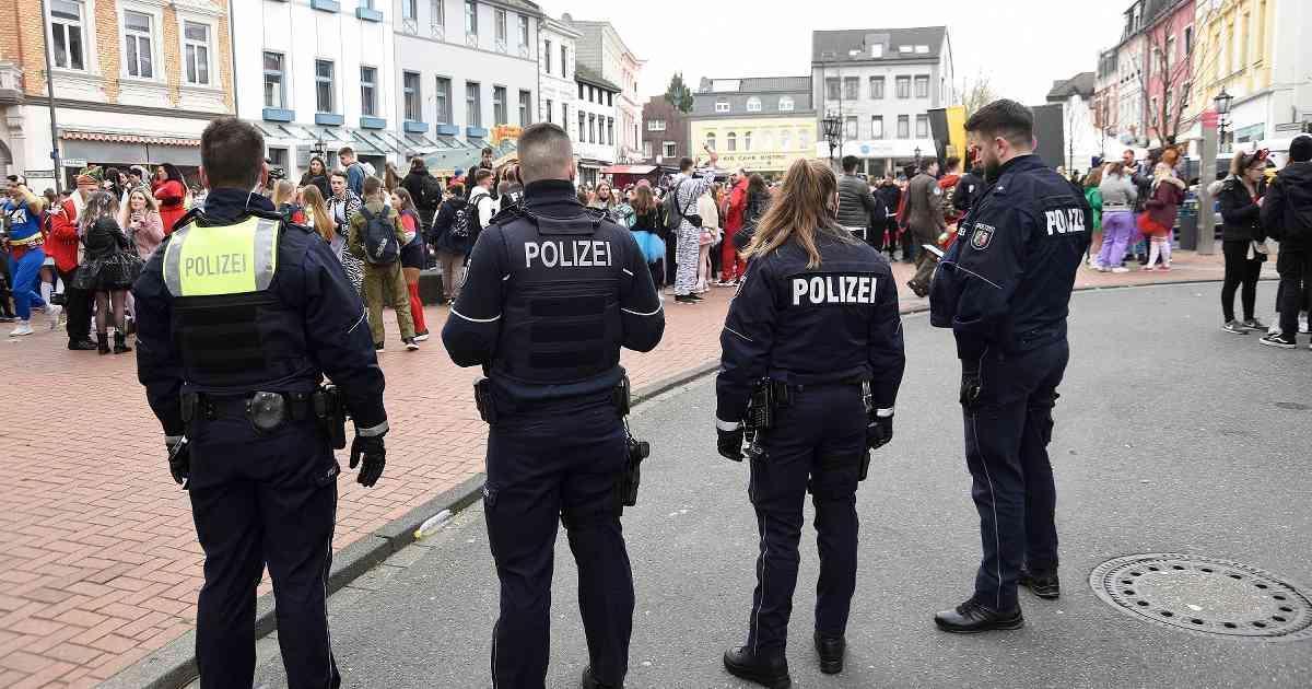 Karneval 2020 - Tulpensonntag im Kreis Viersen und Gedenken an die Opfer von Hanau https://www.wz.de/nrw/karneval-2020-tulpensonntag-im-kreis-viersen-und-gedenken-an-die-opfer-von-hanau_aid-49110821?utm_term=Autofeed&utm_medium=Social&utm_source=Twitter#Echobox=1582350257…pic.twitter.com/VbtBBTmG1c