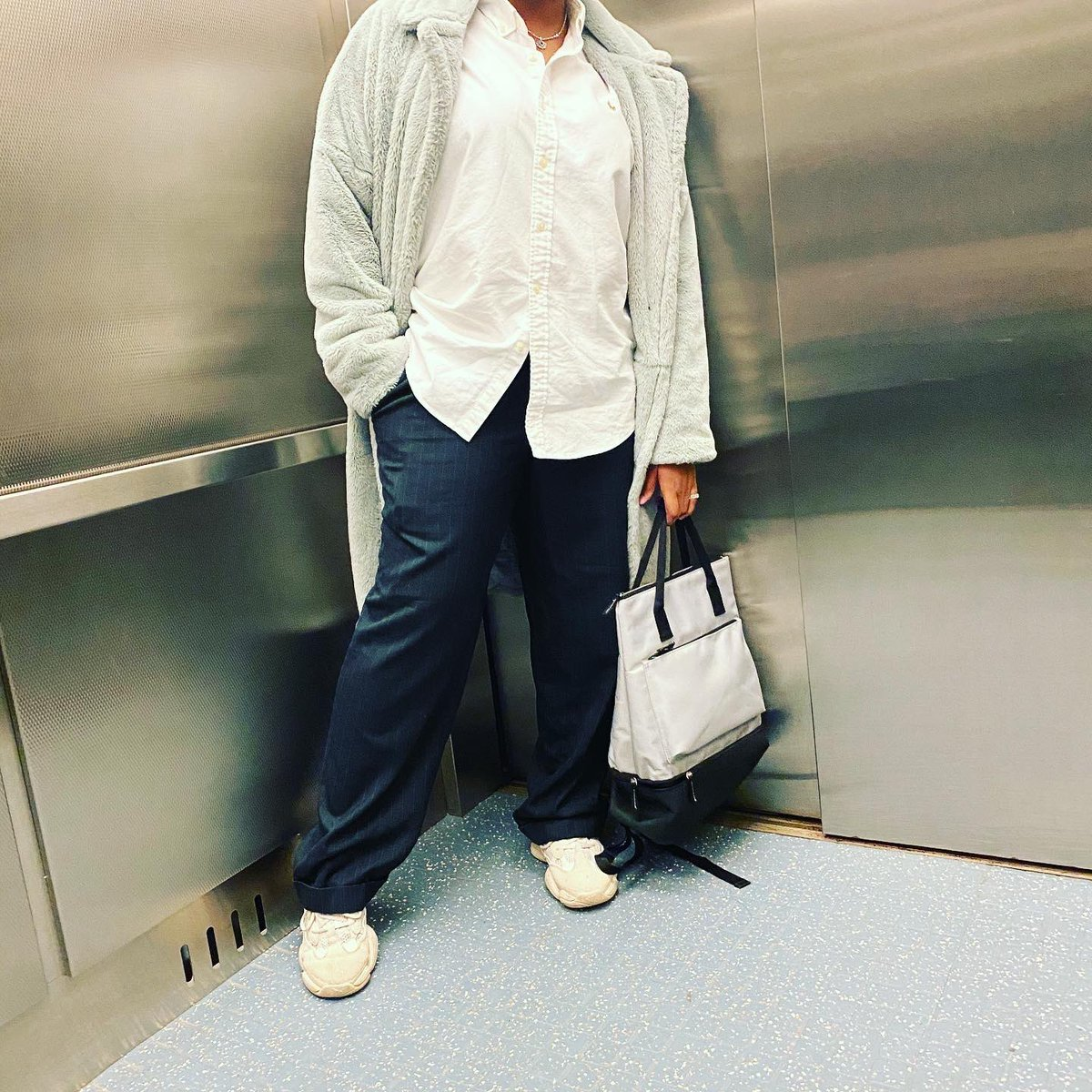 #FASHIONFRIDAYZ  #ad  Coat: @Missguided  Shirt: @RalphLauren  Pants: unknown/thrift  Shoes: @theyeezymafia  Bag: @dsw_us  Sunglasses: @SHEIN_official  #stylist #fashion #fashionblogger #creativedirector #streetwear #streetwearmodel #NYFW #NYC #NYCfashion #model #influencerpic.twitter.com/57kGPyGpjE