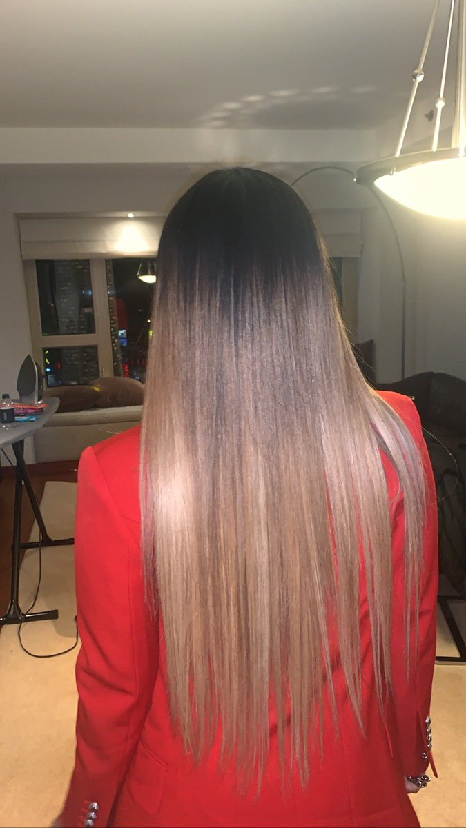 Sleek 🥰 . . . #longhairdontcare #sleek #shine #straight #7secondsglossing #uniteaddict #uoil #nba #ALLSTARWEEKEND #maxcontrolhairspray #fallinlovein7seconds #perfecthair #rockedbycort #sessionstylist #clipinextensions #chicagohairstylist