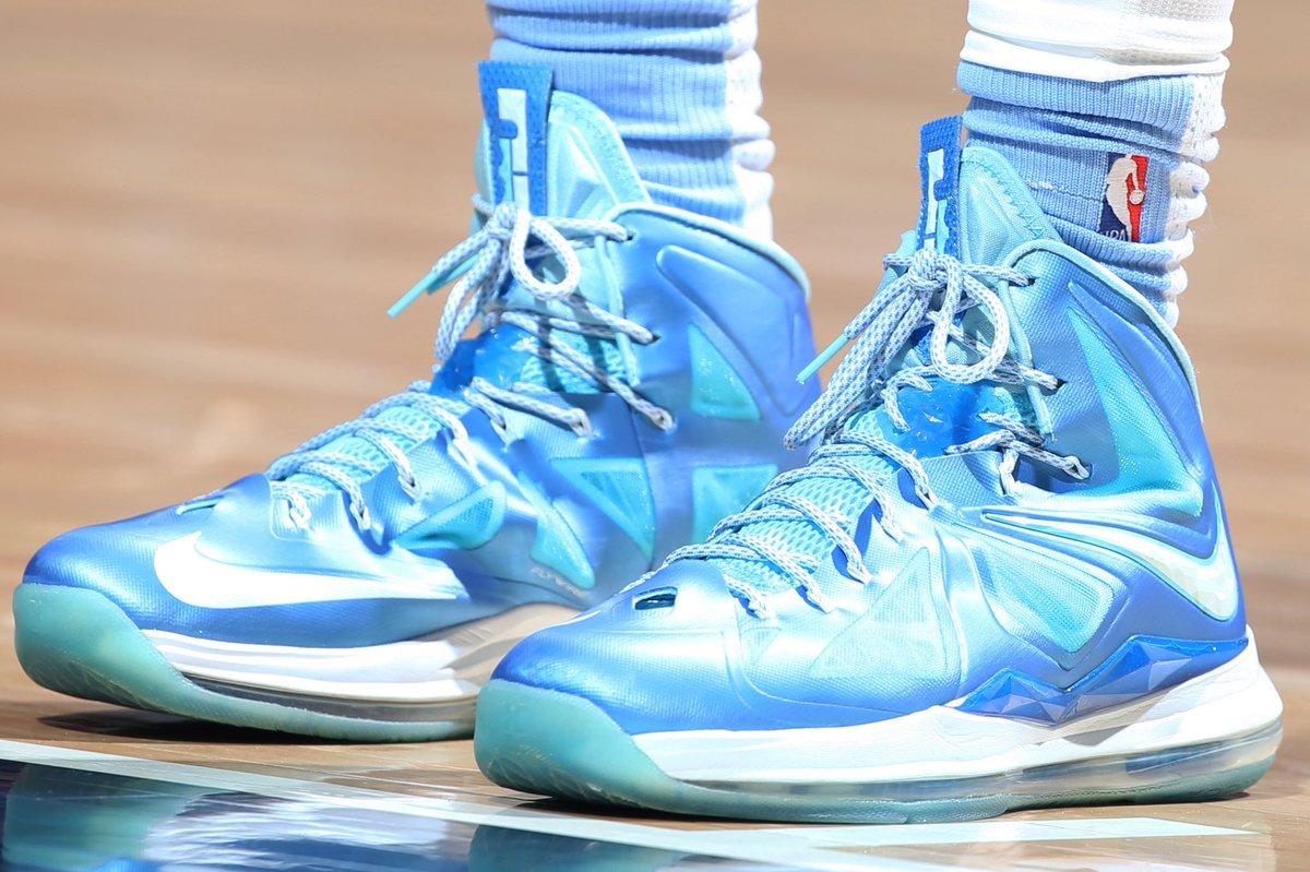💎 @Mbeasy5 in the Nike LeBron X at home! #NBAKicks