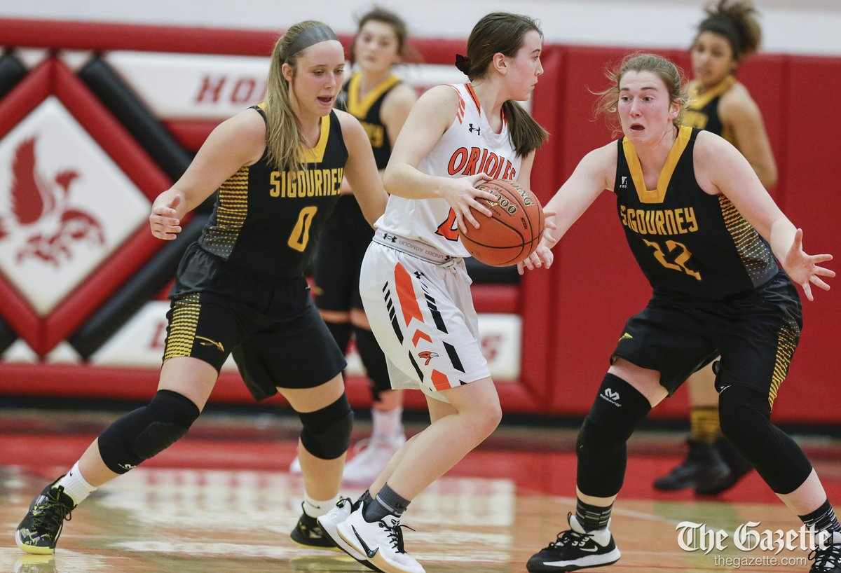 .@SHS_Orioles advance to regional championship with 63-43 win over @GirlsSigourney #iahsbkb Photos: thegazette.com/subject/sports… @CRGazetteSports