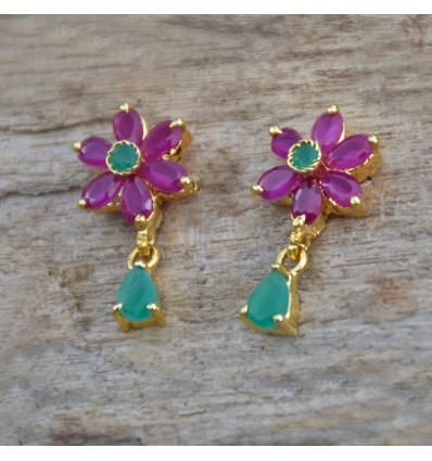 Buy Ruby Emerald Floral earrings online: http://ow.ly/iAfF50xY3Im #earstuds #goldplated #imitationjewellery #artificialjewellery #goldcoverings #goldpatedstuds #goldplatedearstuds #imitationstuds #goldplatedearrings #stonestuds  #kollamsupreme #rubyemeraldstuds #girlsstudspic.twitter.com/I63Cf9PfIs