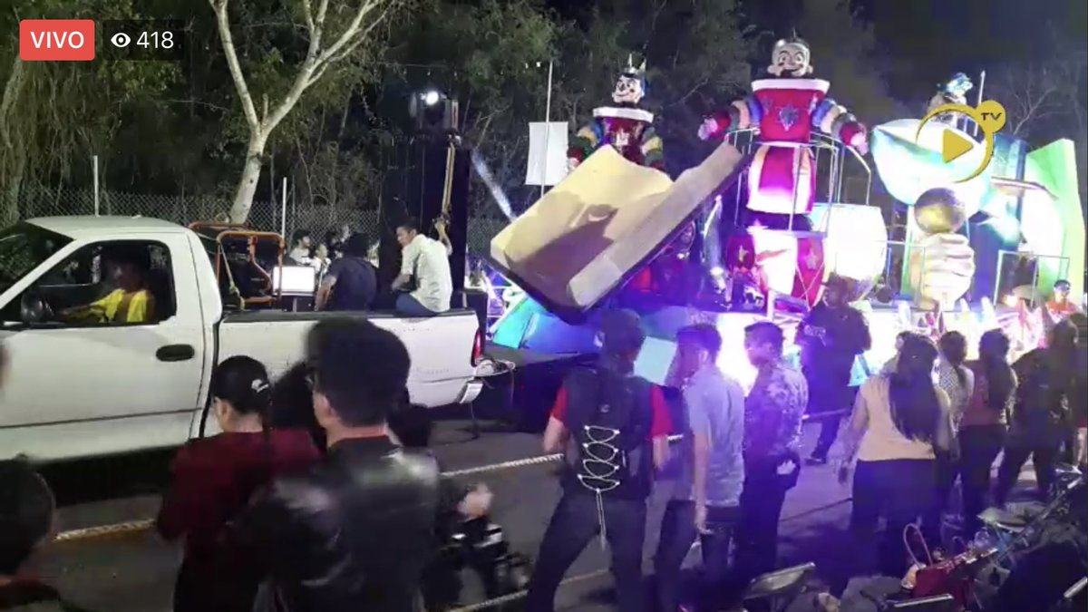 ENVIVO el carnaval de Mérida, atraves de la televisión streamin de Grupo Eclipse https://www.facebook.com/Eclipselivestreaming/videos/1282611761928441/?vh=e&d=n…pic.twitter.com/szUVOV54Y7