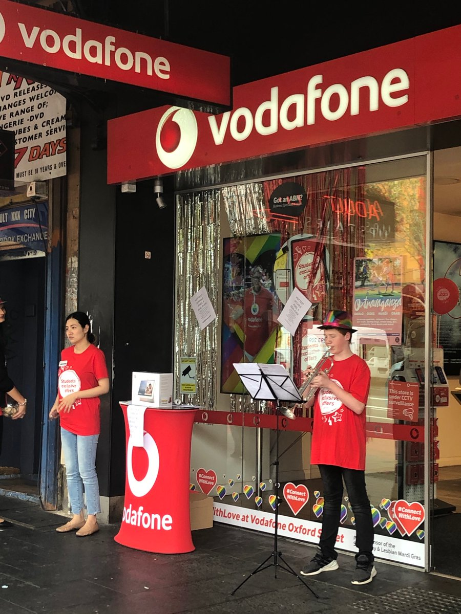 Looking fabulous at Darlinghurst @VodafoneAU. #oxtravaganza #eastsidesydney. Music supplied by 13 year old Hayden Lewis, #connectwithlove <br>http://pic.twitter.com/5h4vZJ8xUR
