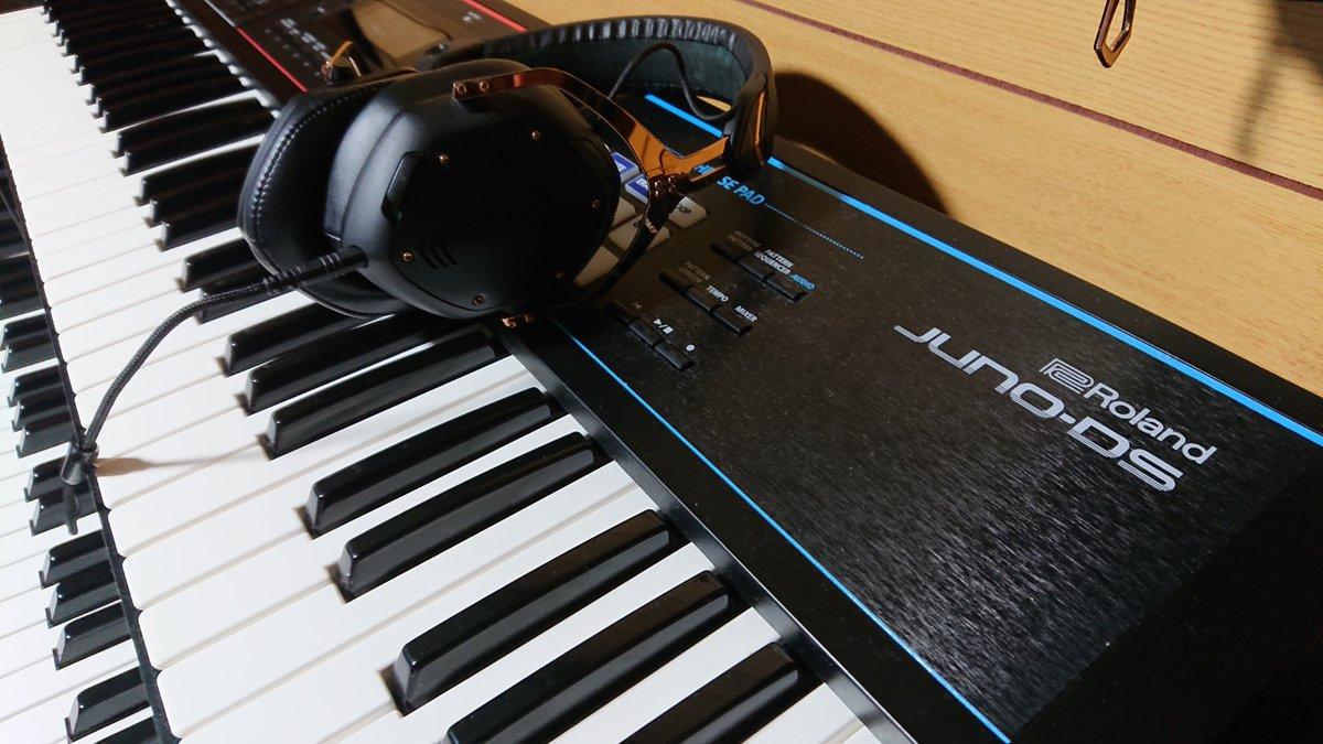#Vmoda Crossfade Ⅱ wireless               × #Roland JUNO-DS  Wirelessヘッドホンだけど、余裕で楽器のモニターとか出来ちゃう  #ヘッドホンの日pic.twitter.com/le4jBW3uOf