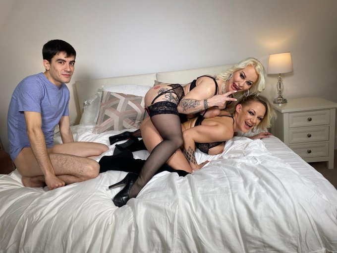 1 pic. My first scene back after 5 years.... first time ever working with @PetitePrincesEv and @jordiporn