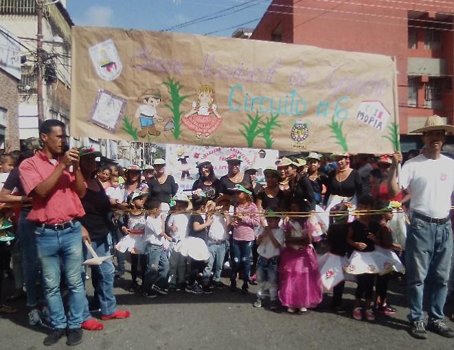 CEINB FERMIN TORO. Circuito 6, Municipio Independencia, Edo Miranda, La magia, la creatividad, la paz y la alegría dibujan la sonrisa de nuestros niños, Carnaval 2020 @psuvaristobulo @maduro_en @MPPEDUCACION @ConElMazoDando @HectoRodriguez @MirandaGobpic.twitter.com/Og0szfbZZJ