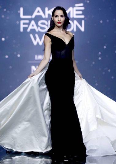 Here are some interesting looks from Lakmé Fashion Week Summer/ Resort 2020. . . . #INIFDPuneKothrud #INIFDKothrudPune #inifdpune #LakmeFashionWeek2020 #LFW2020 #ShraddhaKapoor #AdityaRoy #NoraFathei #AnanyaPandeypic.twitter.com/qGbL1iZrct