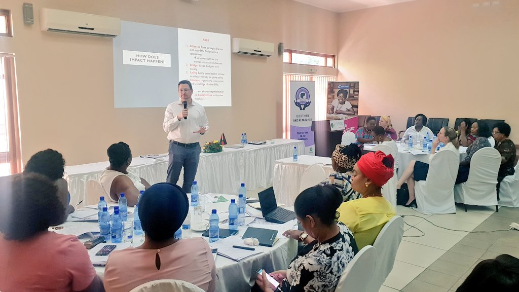 """How to Increase the Impact of #women in @ParliamentofMw "" presentation by Prof @NicCheeseman.Refers to studies showing #women in minority  make impact.Offers tips on partnerships & effective #communication #MWFemaleMPsRetreat #RetainHerMalawi @ca_malawi @OxfamMalawi @HollyTettpic.twitter.com/YYNxEPGKIz"