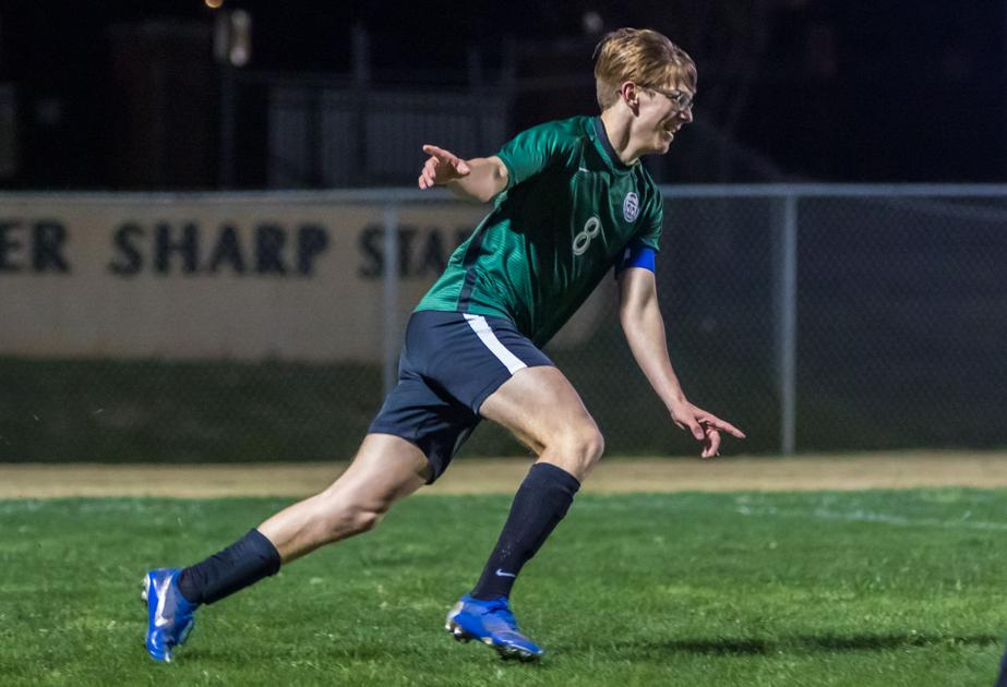 PHOTO: Scenes from Eastside's 3-1 loss to Southeast Whitfield http://dlvr.it/RQWtL8pic.twitter.com/fISHPOo2q7