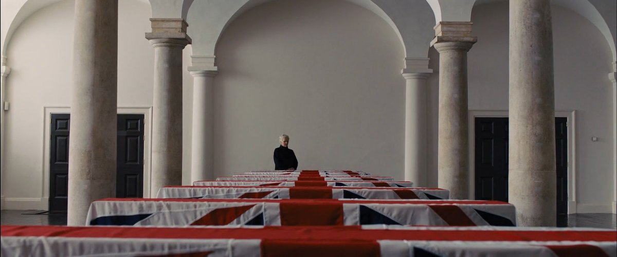 SKYFALL (2012)   Cinematography by Roger Deakins  Directed by Sam Mendes Explore more shots in our database: http://bit.ly/2JtQeSG pic.twitter.com/pTmhlrBIeX
