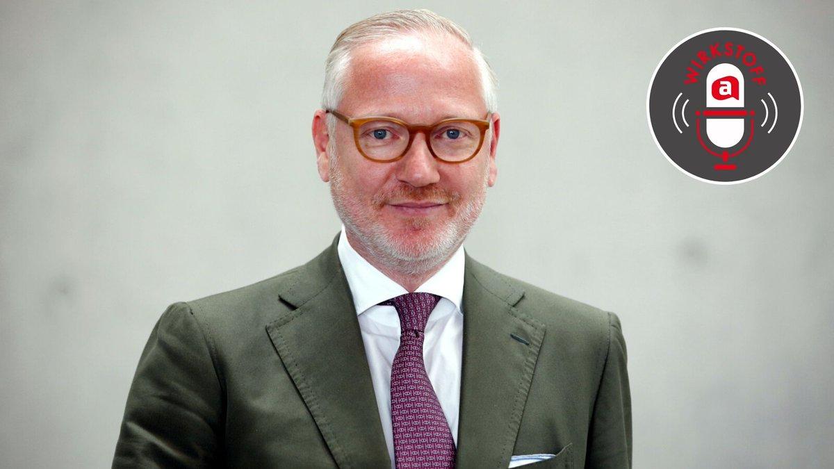 """Jetzt reinhören: #Phoenix-Deutschlandchef Marcus Freitag spricht im #Podcast WIRKSTOFF.A über den Launch der Zeitschrift """"deine Apotheke"""" und das """"strategische Mehrwertbündnis"""", insbesondere bei der Verbreitung der gleichnamigen #App. #WIRKSTOFFA https://www.apotheke-adhoc.de/nachrichten/detail/markt/exklusiv-marcus-freitag-im-podcast-wirkstoffa-kundenzeitschrift-deine-apotheke/…pic.twitter.com/miJKRCskk9"""