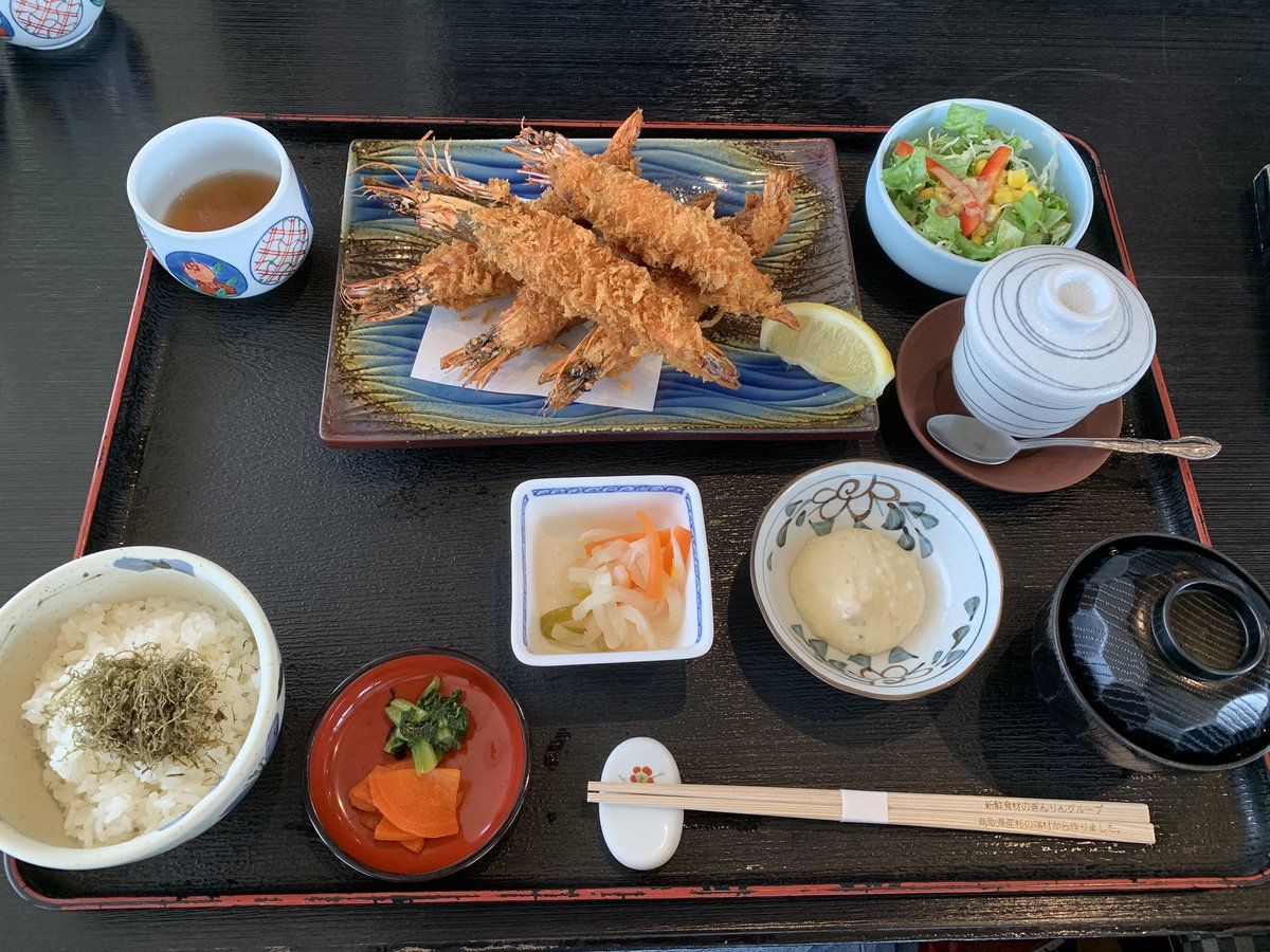 エビフライ美味しかった!5本も贅沢ですな。次は蟹食べたい🦀  #鳥取 #賀露港 #かろいち #海陽亭 https://t.co/WLTHRhksxq