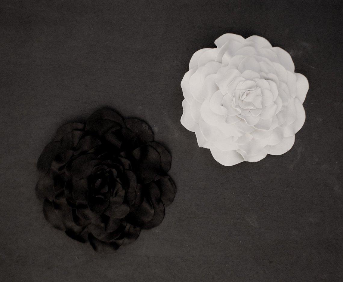 Black & White Clay Flowers http://dld.bz/hsmDR #sculptures wallart pic.twitter.com/cCOGIRY589