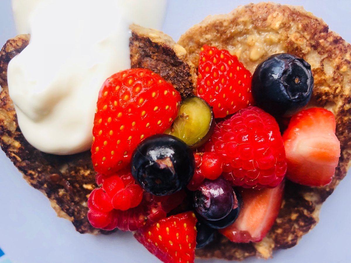 Superfood banana pancakes topped with fresh fruit & natural yogurt...a big hit with our 2 boys pic.twitter.com/pJZMS8188j