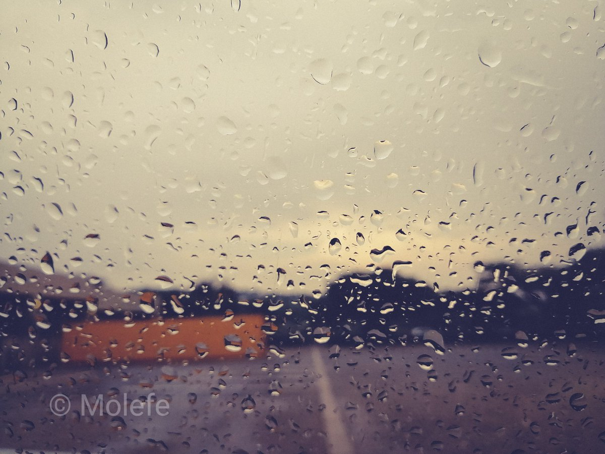 It was raining the other day.... #mobilephotography #mobilestreetphotography #lightroommobile pic.twitter.com/mD9f81rs7f
