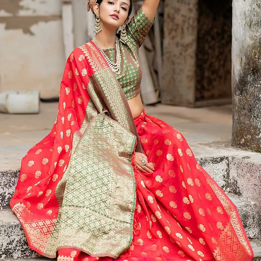 #southindianfashion #silksarees #richpallusaree #jacquardsilk #softandcomfy #womensweardaily #festivecollections #trendywomenswear #attractivelook #indianethnic #srilanka #bangladesh #nepal #malaysia #singapore#fiji   For orders contact on https://wa.me/919327344241pic.twitter.com/mGYnTdMOWh