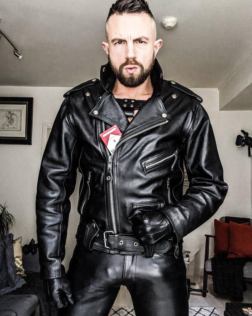 Bring me more smokes.  #leathermaster #leatherdom #domtop #leatheralpha #marlboroman #gaymarlboro #gayleather #leatherfetish #marlborofetish #marlbororeds #gayharness #meninleather #guysngear #dickprint #leatherbulge #bulgeinleather #bulgeworship #alphamale #sir #gayfetish #lederpic.twitter.com/JYWgZfuviE