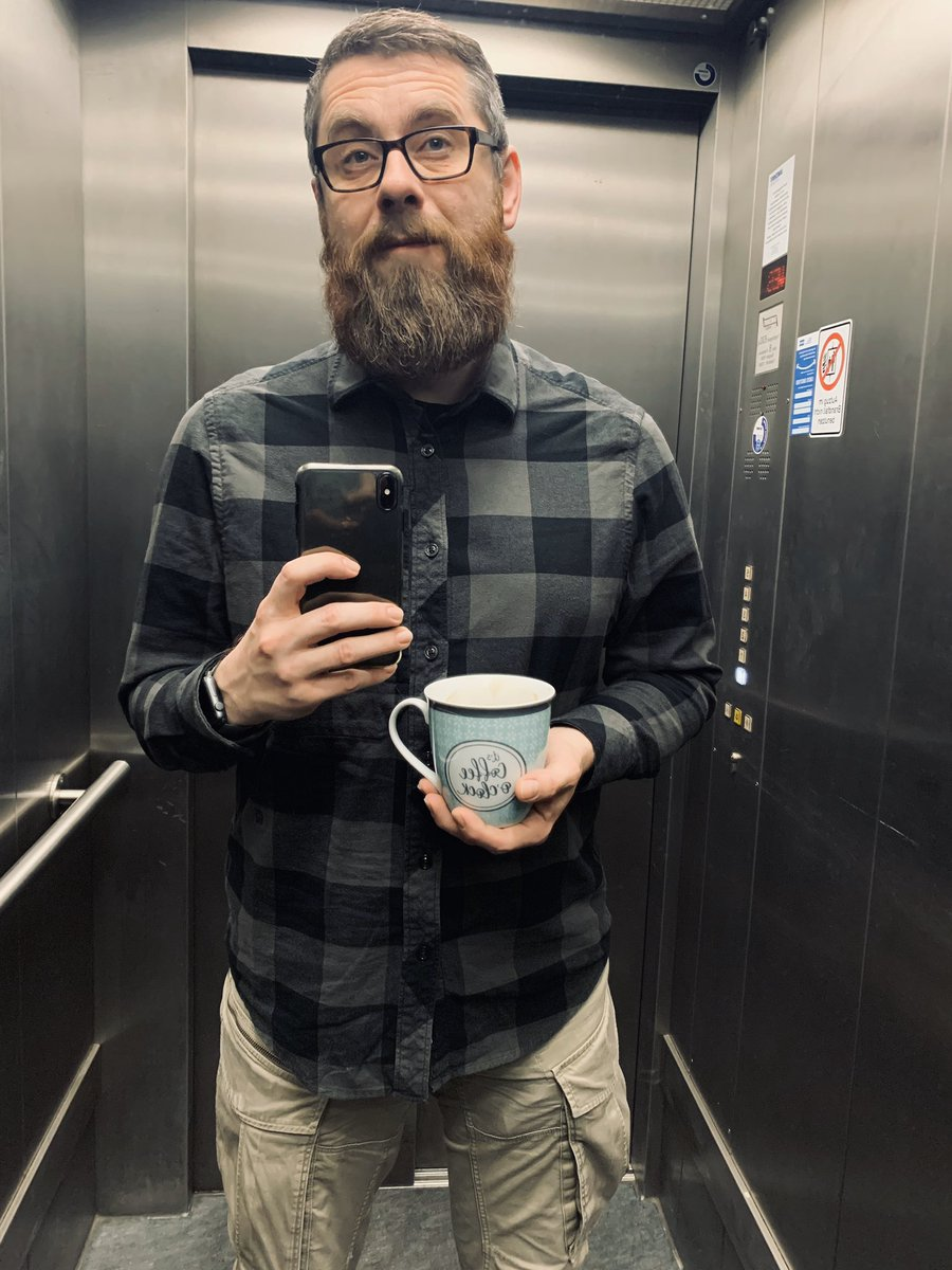 Good morning! It's coffee o'clock.   #fahrstuhlselfie #samstagsdienstselfiepic.twitter.com/Z38kunMwtO