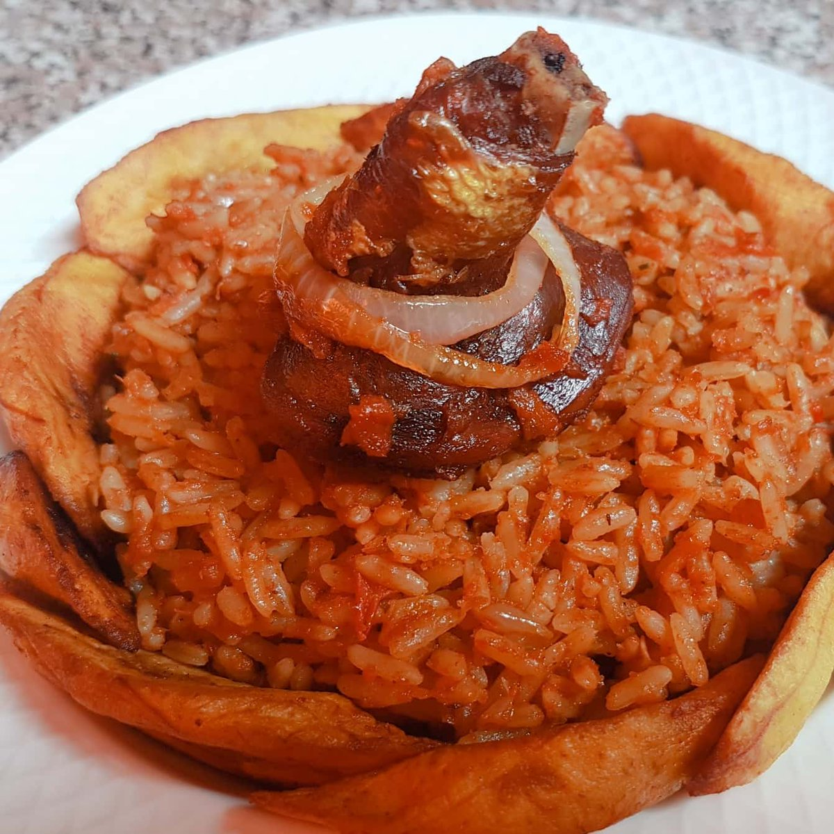 We make the best jollofrice in Lagos State. If you doubt me, order a bowl and taste for yourself  . . #NigerianCuisine #HealthyLiving #Nigeria #Nigerianfood #Business #LifeHack #BusinessHack #Lasgidi #Hustler  #FoodLovers #WorkingMums #FoodBlogger #FoodGoals #Naijastartups pic.twitter.com/Wq67FJIrXE