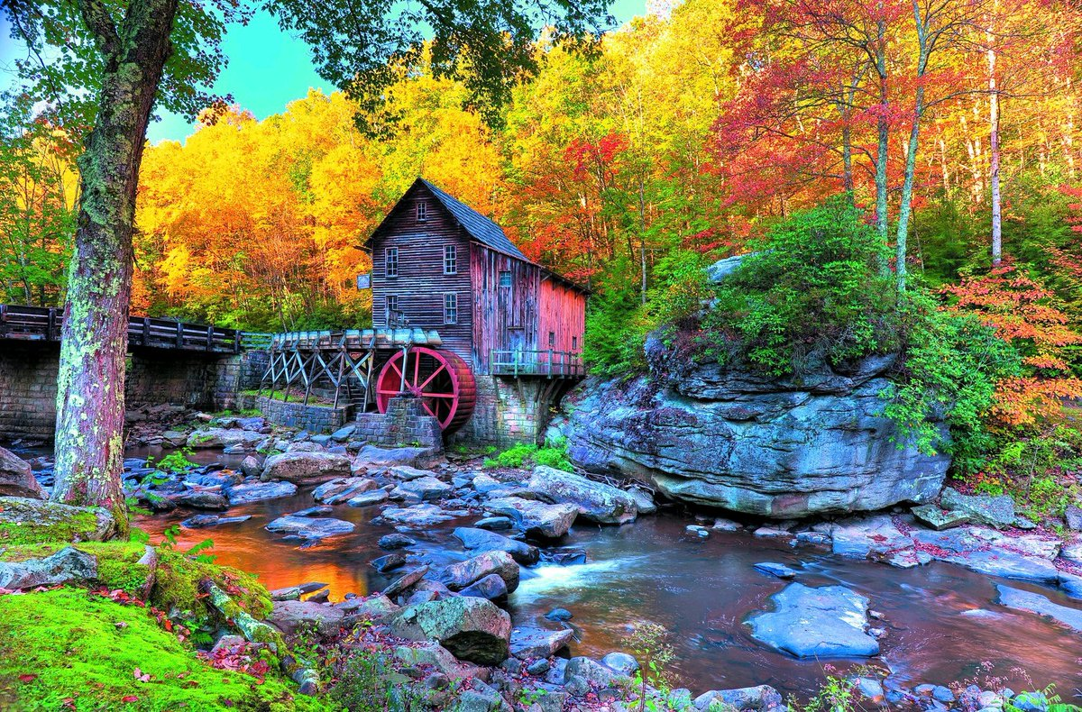 Beautiful view and landscape of autumn  <br>http://pic.twitter.com/i5itCYur5y