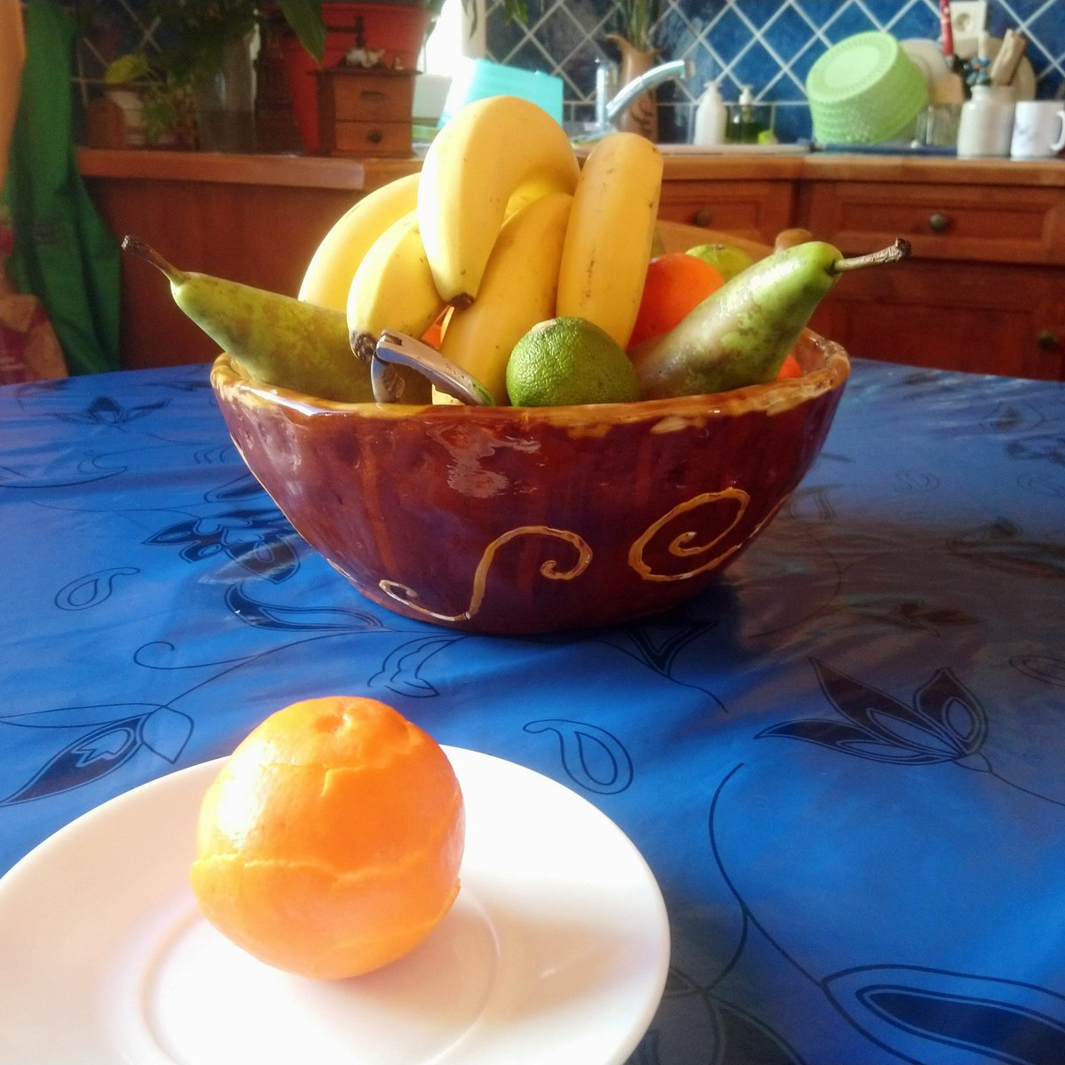 "Khris-Léo, ""Orange"" - 2019, ReConstruction. #KhrisLeo #KhrisLeoArt #ReConstruction #KhrisLeoReConstruction #ArtContemporain #ArtsPlastiques #ArtConceptuel #Art"
