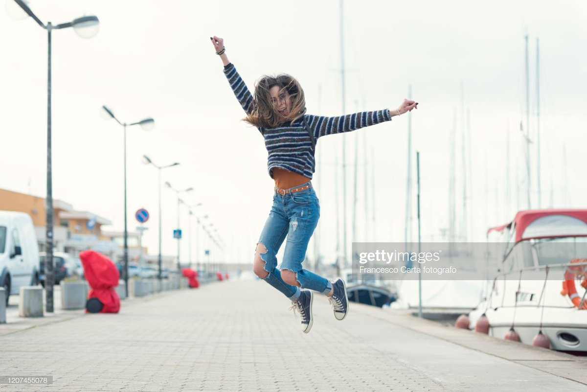 Quell'irrefrenabile attacco di euforia. #portrait #woman #happiness #euphoria #winter #lifestyle #marina #jumping #carefree #healtylife #simplylife #people #realpeople #creative #funny #visual #advertising #graphic #digital #photography #photographer #nikon #ThePhotoHour