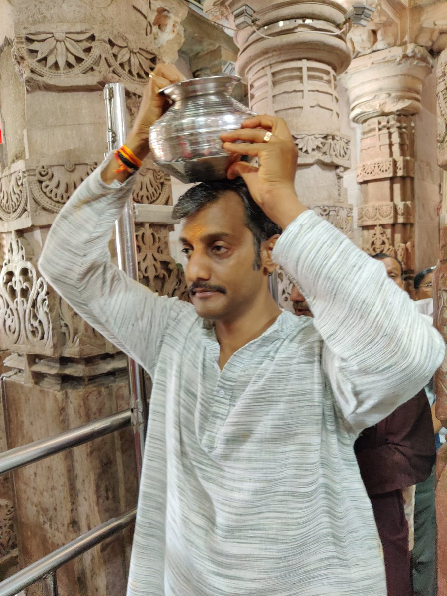 For #DharmicTwitter, my memory is carrying the pavitra water of Narmada river for abhisheka of Omkareshwar Jyotir Linga in Madhya Pradesh.   This very powerful Shiva Linga has been here even before Lord Rama's time, as his ancestor King Mandhata established it!