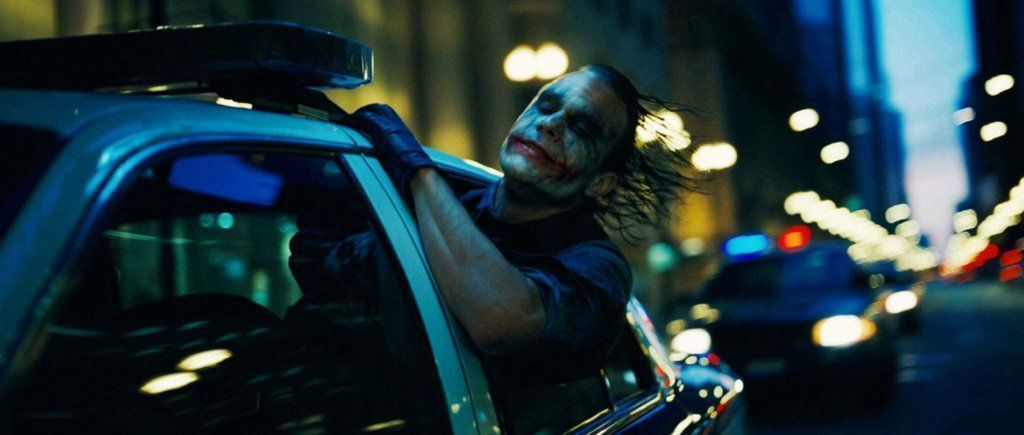 THE DARK KNIGHT (2008)   Cinematography by Wally Pfister  Directed by Christopher Nolan Read about chaos and order in this trilogy: http://bit.ly/2RbXvJEpic.twitter.com/KwMOHgqtjE