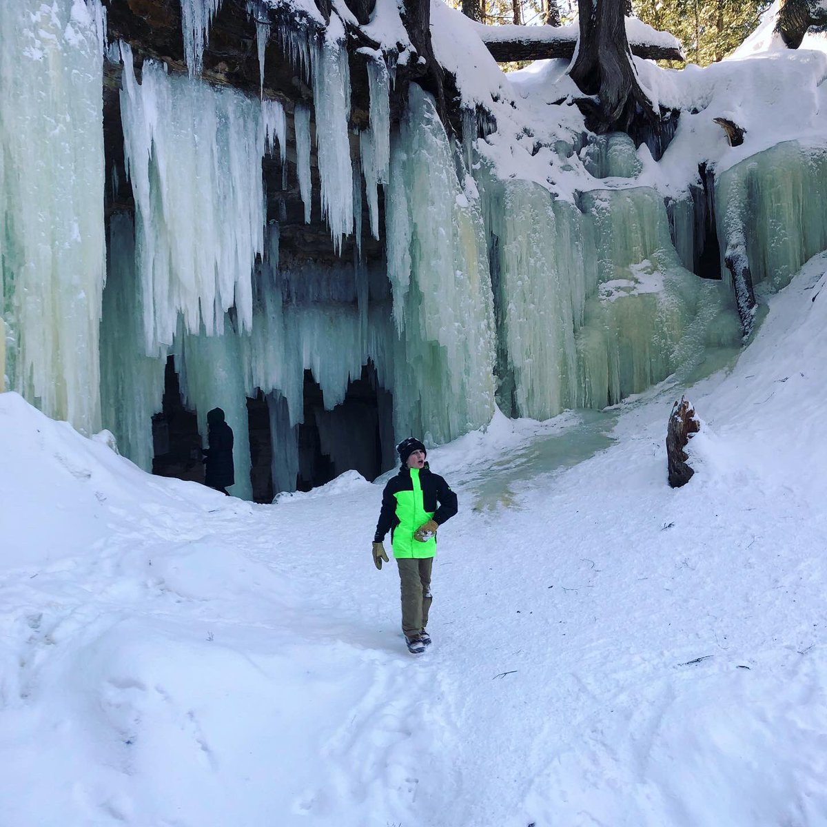 @SKingPES Thank you, Scott! Truly blessed to live in Michigan for all its beauty! #icecaves