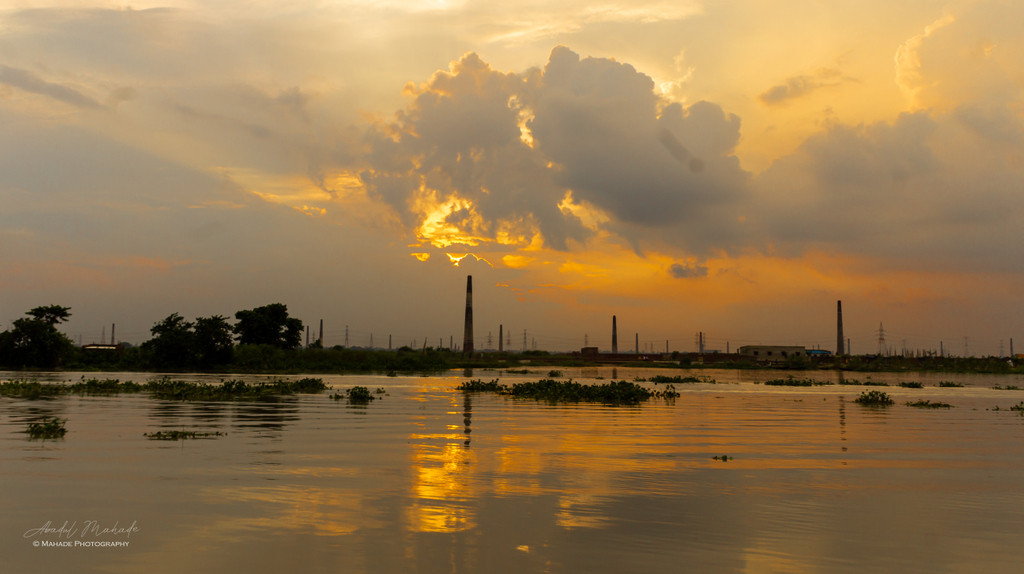Dhaka, the capital city of Bangladesh ... . #bangladesh #dhaka #bangladesch #Buriganga #sunset #love #bangla #beautiful #landschaft #naturephotography #destinylovesnature #sky #travel #sun #sunsetlover #landschaftsfotografie #naturfotografie #mahadephotography #mahade_photographypic.twitter.com/8Wvq0pbQXk