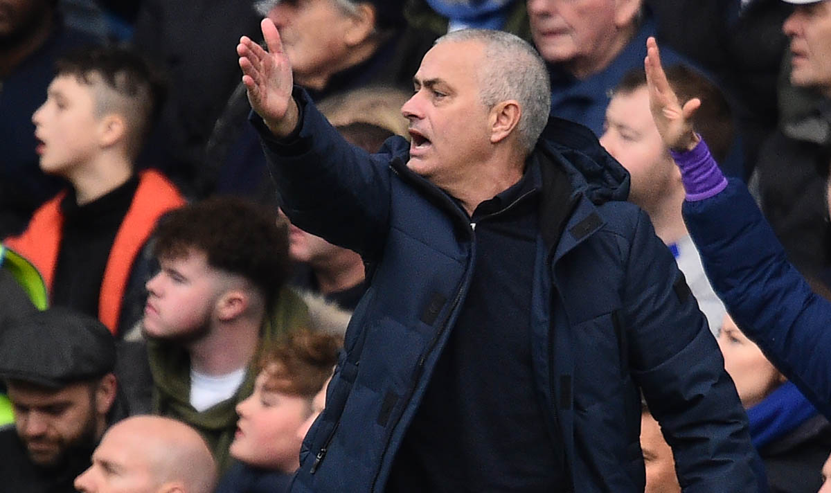 Jose Mourinho has had his say on #VAR after Tottenham's defeat to Chelsea and he's reference Liverpool #THFC #CHETOT #LFC  https://www.express.co.uk/sport/football/1245960/Jose-Mourinho-trolls-referees-VAR-Liverpool-comment-Spurs-Chelsea-news-Premier-League…pic.twitter.com/nhsNpU4D6L