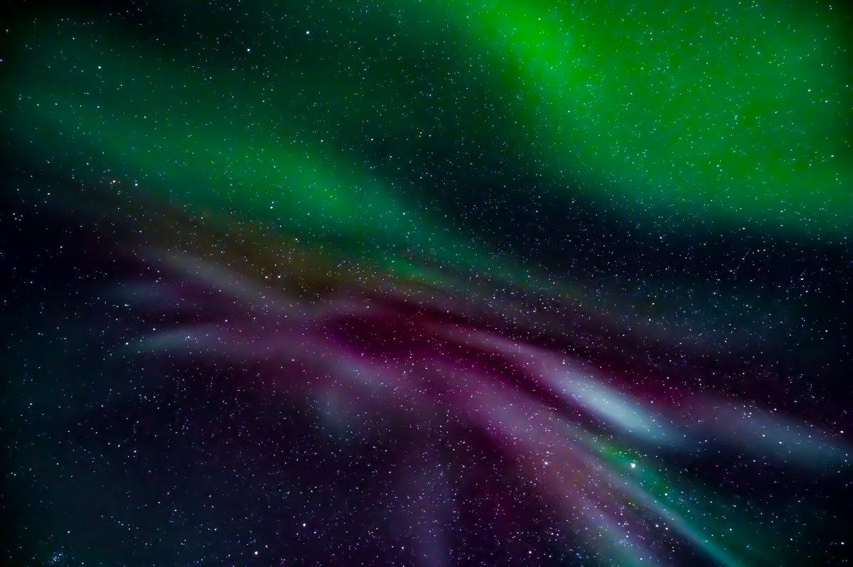 真下から見上げたオーロラ。いろんな色が混ざってました。  #よりもい #よりもい聖地巡礼旅 #宇宙よりも遠い場所 #北極  本物はこの一万倍綺麗だよ https://t.co/S65DkP1YAV