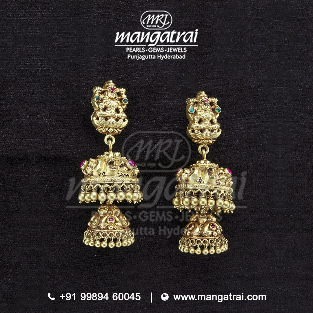 Upgrade your bridal look with this luxuriously mesmerizing #Gold #Nakshi #Jhumkas  by #MangatraiJewellers . . #Festivejewellers #Hyderabadpearls #Pearlsjewellery #Kundanjewellery #Goldjewellery #Punjagutta #Diamondjewellery #UncutDiamondJewellery #PearlJewellery #Polkijewellery