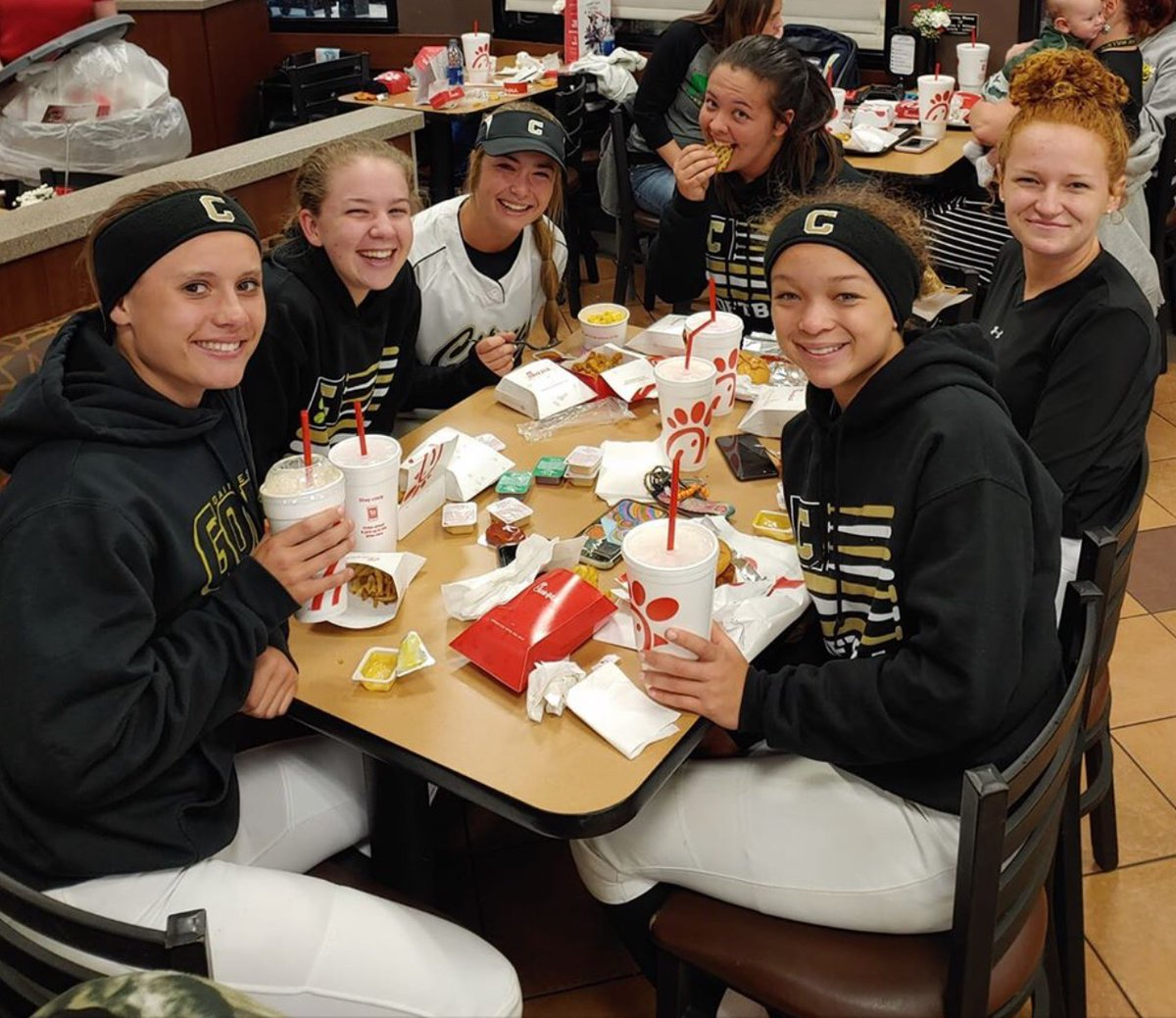 Way to go Lady Canes on our big GC8 victory over Central! No better way to celebrate on a cold night than a trip to Chick-fil-a !  #onehurricane <br>http://pic.twitter.com/a96GIfIe7H