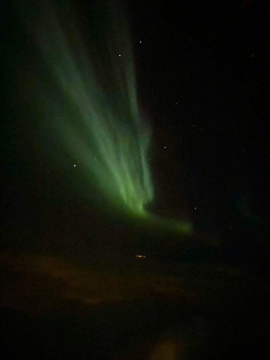 Saw the northern lights from the plane last night. Shit's crazy. Feeling thankful.
