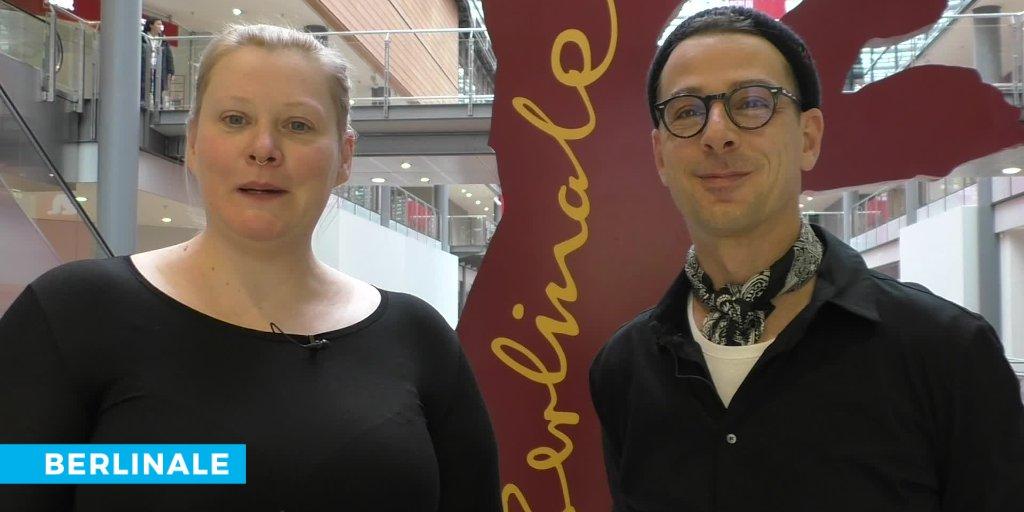 Unser erster Vlog ist da! Es ist die 70. Berlinale oder wie wir liebevoll in der Redaktion sagen: das Jahr 1 nach Kosslick. Und was das mit dem Eröffnungsfilm zu tun hat und Berliner Architektur, dazu Beatrice Behn & Joachim Kurz. @DansLeCinema @Mietgeist  https://buff.ly/2PftVodpic.twitter.com/83Xeu8hd8P
