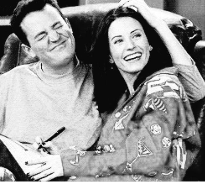 #FriendsReunion pode até nem ter Mondler mas com certeza vai ter Matteney. ❤️ Estou tãoooo feliz. 🤗 #friends #mondler #courteneycox #matthewperry #monicageller #chandlerbing #matteney