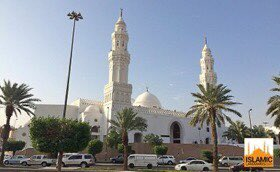 This is Masjid Qiblatain (Mosque of the Two Qiblas).   It is historically important to Muslims as this is where in Rajjab 2 AH the revelation of the Quran came to change the direction of the Qibla from Masjid al-Aqsa in Jerusalem to the Ka'bah in Makkah. <br>http://pic.twitter.com/bqvA3mEytJ