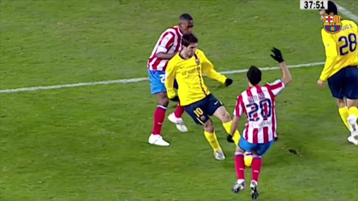 🔥 Para abrir o placar, #Messi driblou três zagueiros, com direito a 'caneta' em um deles...doce rotina! 😉  ⚽️ #BarçaEibar 1️⃣-0️⃣  🔵🔴 #ForçaBarça