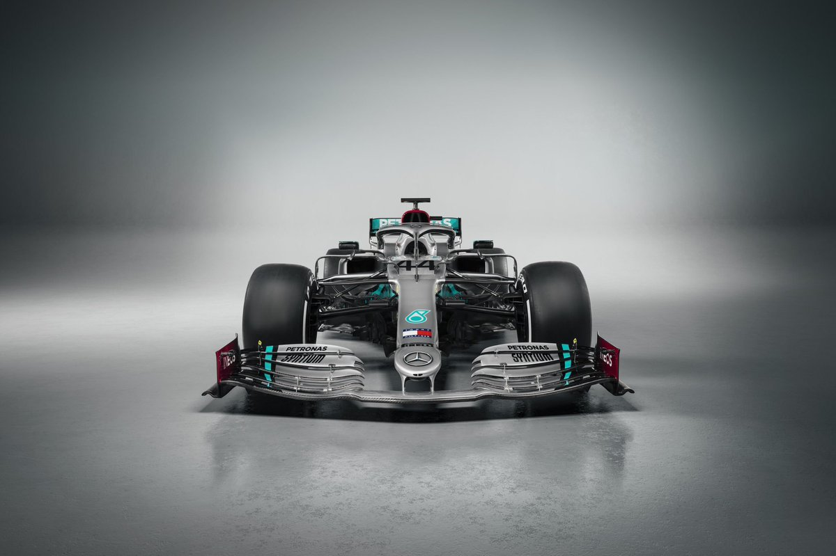 W11 looking sharp in the studio! @MercedesAMGF1 http://mercedes-benz.com