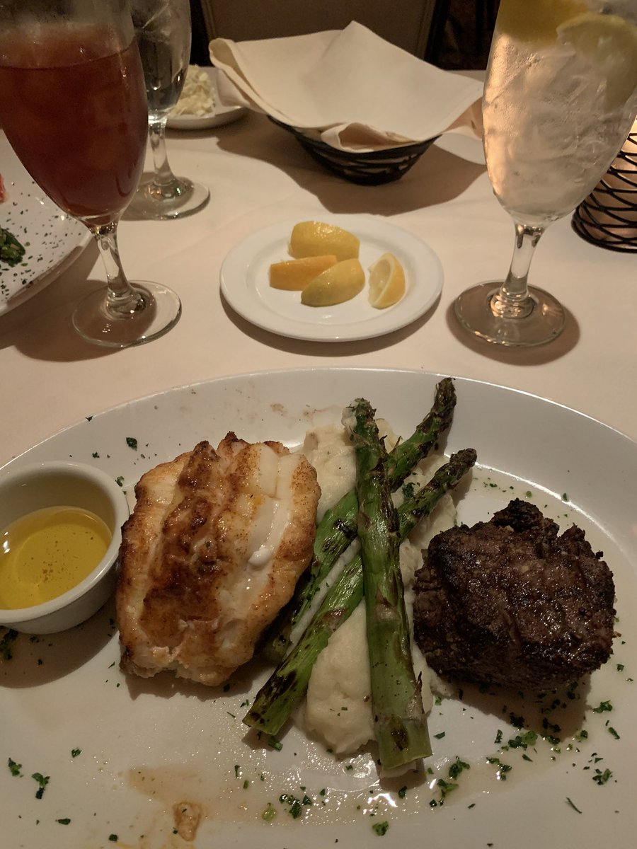 Date night with @JulieRyanhp @DariosSteak . The food, atmosphere, and service was fantastic.  #HighlyRecommended <br>http://pic.twitter.com/dVPjtR34II