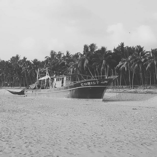 Beach Washed Ashore Fishing Boat #beach #beachside #sea #seaside #sand #sandy #boat #fishingboat #nature #naturelove #naturelover #naturephotography #kerala #indian #godsowncountry #tropicalpic.twitter.com/oq4Ven5Rny